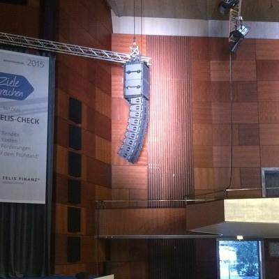 L-Acoustics KARA bei einer Tagung in der Meistersingerhalle in Nürnberg